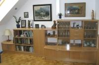 Klasicna furnirana dnevna soba bukev