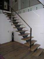 Moderne stopnice kovinsko ogrodje
