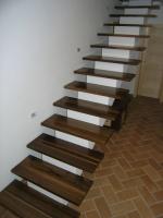 Stopnice iz ameriskega oreha