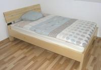 Klasicna postelja odprta