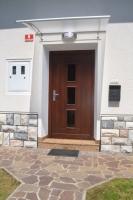 Elegantna vhodna vrata