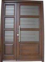 Klasicna moderna vhodna lesena vrata