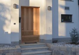 moderna-vhodna-vrata-lesa