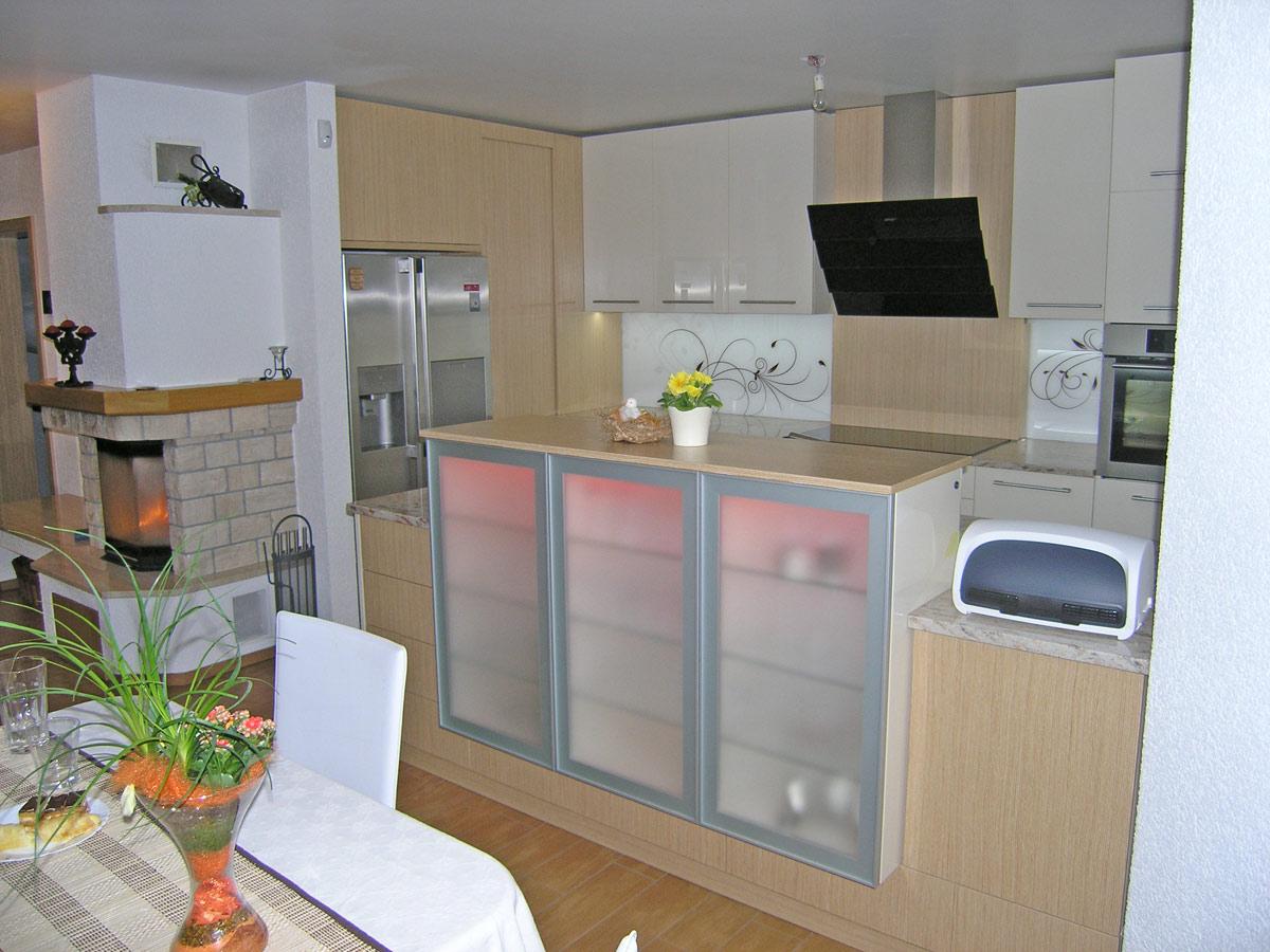 led-luci-kuhinja-rgb