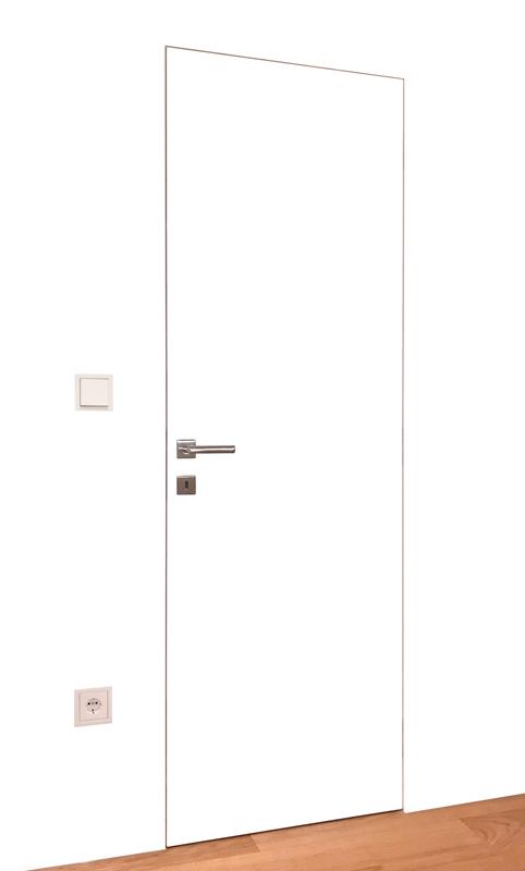 Bela notranja vrata poravnana z zidom, moderna